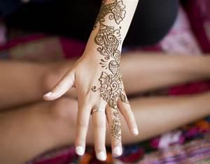 Henna Tattoo Schablonen : henna tattoo das indische bodypainting f r den sommer ~ Frokenaadalensverden.com Haus und Dekorationen