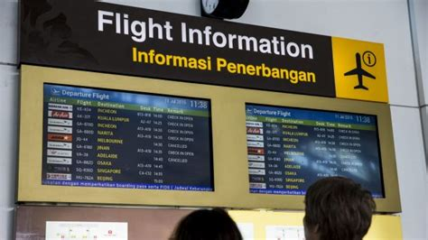 cancels flights to bali as ash cloud returns