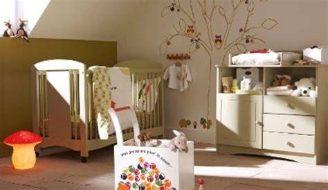 decorer chambre bebe comment décorer les murs en crépi d une chambre de bébé