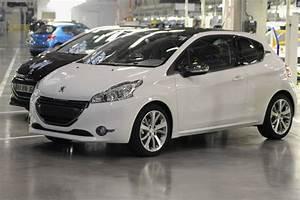 Peugeot 208 Blanche : officiel aujourd 39 hui j 39 ai crois une peugeot l 39 univers peugeot forums peugeot f line ~ Gottalentnigeria.com Avis de Voitures