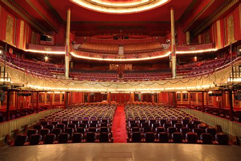 salle des folies bergeres file salle spectacle jpg wikimedia commons