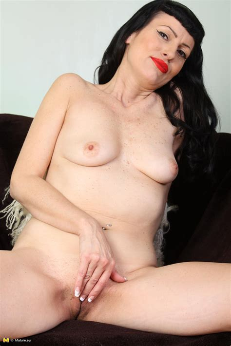 Hot Brunette Milf Eloise Flick Her Muff Hole Milf Fox