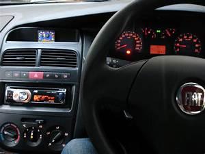 Fiat Grande Punto Radio : le bleu is here fiat grande punto 1 3 multijet active ~ Jslefanu.com Haus und Dekorationen