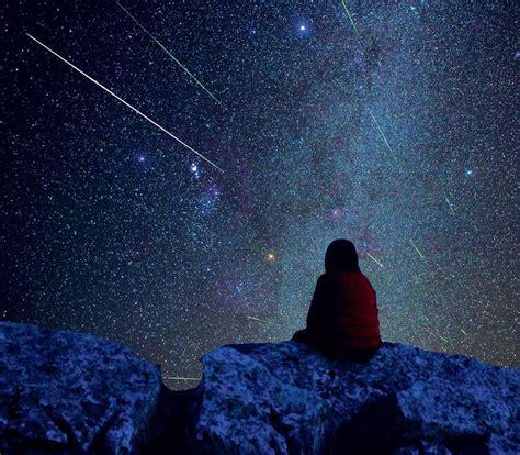 Resultado de imagen de mujer mirando la noche
