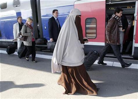 a peine entr 233 e en vigueur la loi contre la burqa est contest 233 e