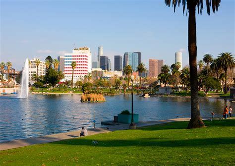 toronto une grosse métropole à l américaine pleine de la côte ouest américaine los angeles san fransisco