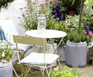 Runder Holztisch Garten : gartentisch designs den au enbereich gestalten ~ Markanthonyermac.com Haus und Dekorationen