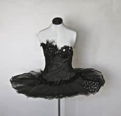 Black Swan Kostüm Selber Machen : black swan costume made to measure featured in playboy beauty kost m schwarzer schwan ~ Frokenaadalensverden.com Haus und Dekorationen