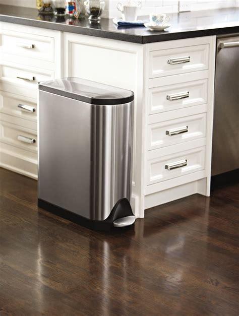 contemporary small kitchens ゴミ箱 ダストボックスinキッチン 置き場所の参考に ビルトイン レイアウト32の海外実例 2545