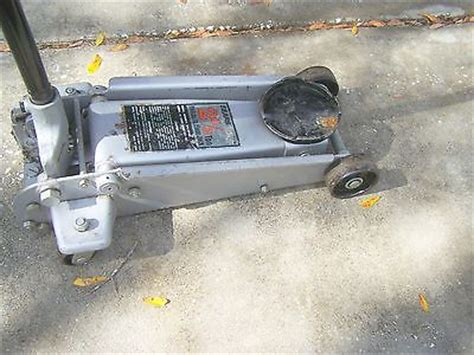 Hydraulic Floor Jacks At Sears by Sears 2 1 2 Ton Capacity Hydraulic Floor Service