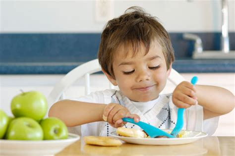 good table manners when you go to eat in a nice western modern mom teaching kids table manners