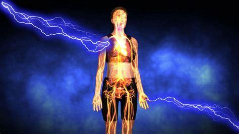 lightning strikes husband  pregnant wife  doctors