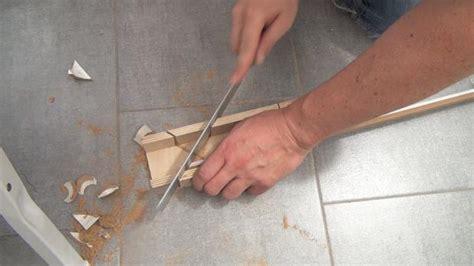 deckenleisten anbringen richtig auf gehrung schneiden und