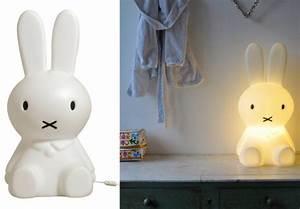 Veilleuse Chambre Bébé : petits lapins pour douces nuits joli place ~ Melissatoandfro.com Idées de Décoration