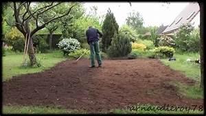 Engazonnement refaire son gazon youtube for Comment refaire son jardin