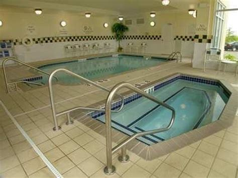 Hotels With Tubs In Room Mn by Indoor Pool And Tub Picture Of Garden Inn