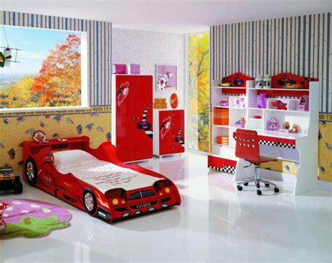 Minimalistische Einrichtung Des Kinderzimmerskleines Kinderzimmer In Orange by Idee Kinderzimmer Gestaltung