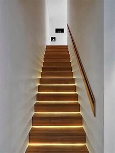 escalier interieur quelques idees d39eclairage moderne With eclairage led escalier interieur