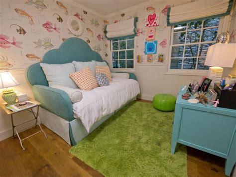 A Tween Girl's Underwater-themed Bedroom