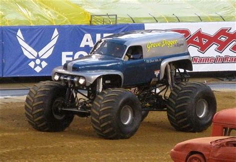 old grave digger monster truck the first grave digger monster truck old grave digger