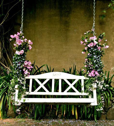 outdoor flowers weddings flowers petals bridal ideas modernweddingblog