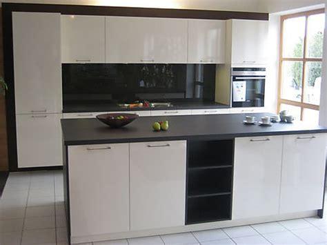 Küche Mit Arbeitsinsel by H 228 Cker Musterk 252 Che Ausstellungsk 252 Che Mit Koch