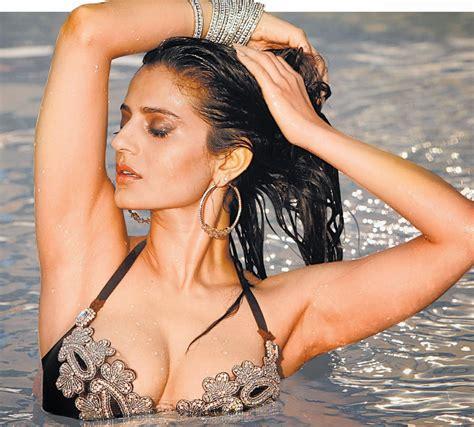 sexiest woman ameesha patel hot photoshoot scenesvideos