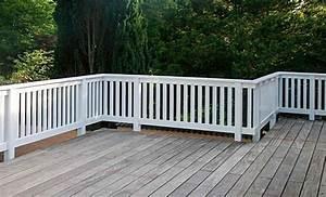 Geländer Aus Holz : terrassendeck aus holz mit wei em balkongel nder aus hartholz holzgel nder balkon ~ Buech-reservation.com Haus und Dekorationen
