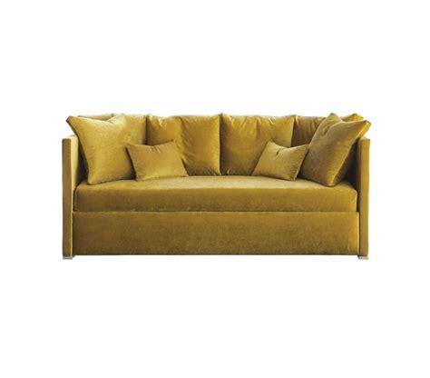 pipi de sur canapé 17 meilleures idées à propos de sofa en velours sur