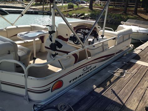 Party Cat Pontoon Boat by 2011 Sun Tracker Party Barge 21 Pontoon Boat 22 Foot