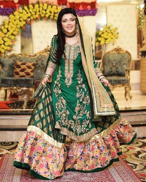 adorable pakistani mehndi dresses  brides  wedding