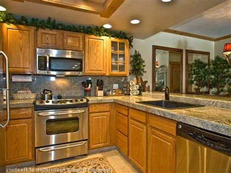 kitchen ideas with oak cabinets backsplash for kitchen with honey oak cabinets