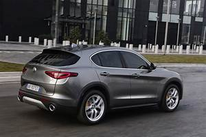 Stelvio Alfa Romeo : 2018 alfa romeo stelvio priced from 41 995 in the u s autoevolution ~ Gottalentnigeria.com Avis de Voitures