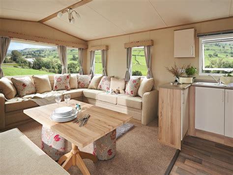 idee sol cuisine intérieur de caravane comment l 39 aménager