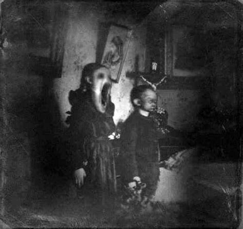Scary Wallpaper Black And White by Creepy Black And White Photos That Won T Leave You