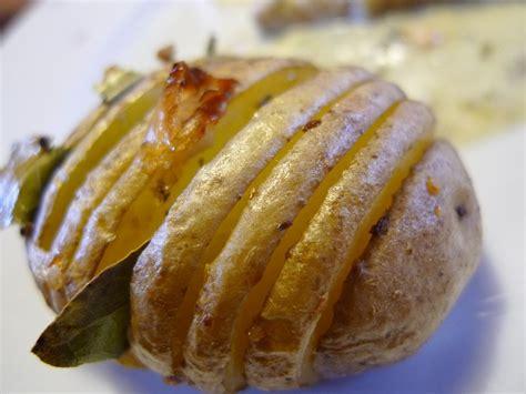 pommes de terre nouvelles au beurre d ail le blog des