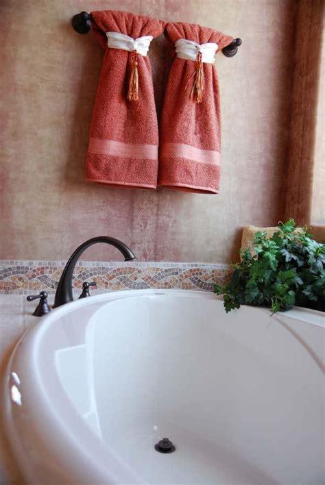 L'émail Des Sanitaires Et De La Baignoire Brillant