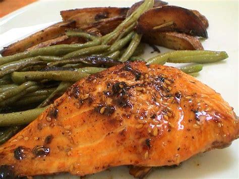 cuisiner du saumon au four recette de pavés de saumon au miel et sésame la recette