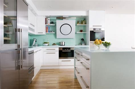 cuisine mur vert cuisine verte et grise cadre avec accroches la dco de gg