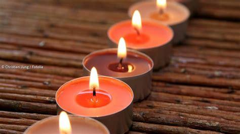 Kerzenwachs Auf Holztisch by Kerzenwachs Vom Holztisch Entfernen Paradisi De