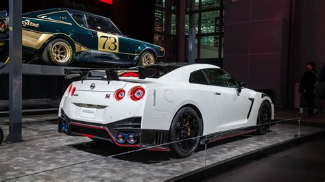 nissan nismo 2020 2020 nissan gt r nismo goes on a carbon fiber diet