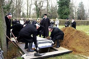 Jewish Funeral Traditions Keep Heritage Alive