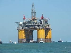 Shell Olympus Offshore Rig Leaving jetties in Port Aransas ...
