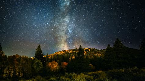 Spectacular Milky Way Awes Photographers