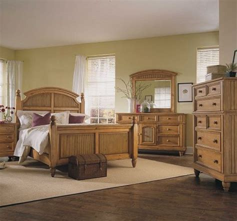 broyhill hampton pine finish poster bedroom set