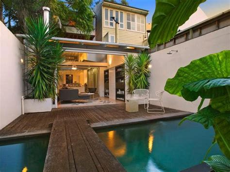 Tropical Home Style : Courtyard Design And Landscaping Ideas
