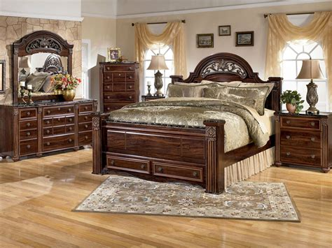 Ashley Furniture B347 Gabriela