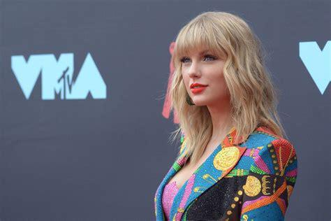 Taylor Swift debuts Love Story revamp for Ryan Reynolds ...