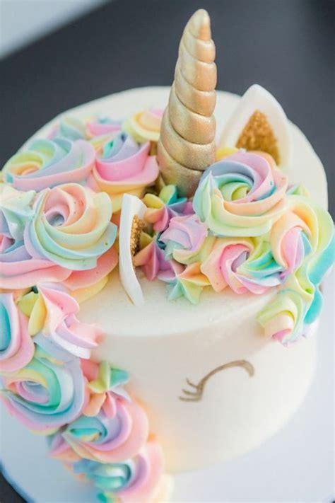 einhorn deko torte tolle einhorn torten hier ist eine torte mit einem einhorn mit bunter m 228 hne leckere torten