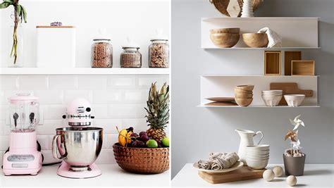 etagere rangement cuisine comment organiser des étagères ouvertes dans la cuisine